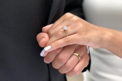 La purezza di un diamante in un anello di fidanzamento